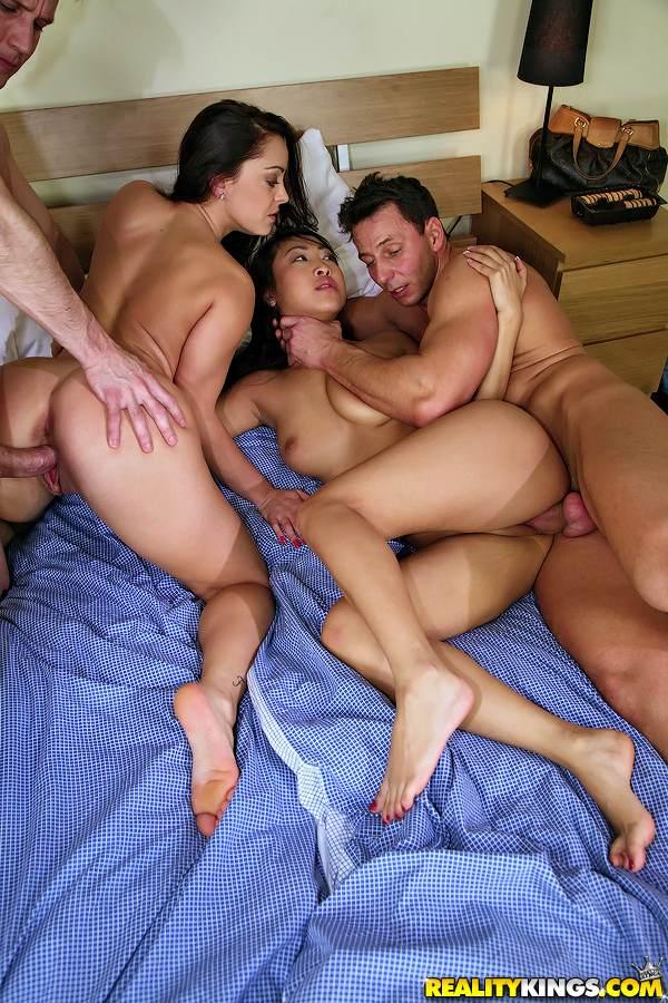 порно фото в групповухе полных азиаток